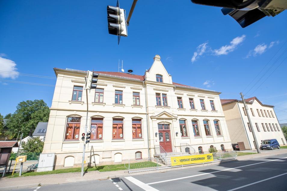 Ab Mitte Juni werden an der Grundschule in Oberottendorf die Außenanlagen samt Schulhof umgestaltet.