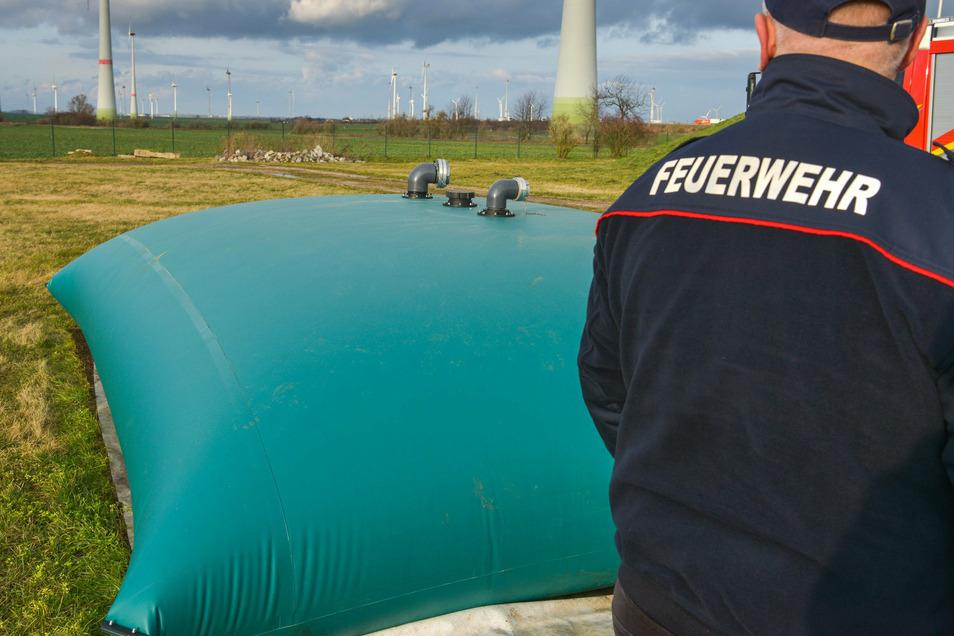 Die Veolia Wasser Deutschland GmbH und die Gemeinde Ostrau starten ein Pilotprojekt. Eine faltbare Löschwasserzisterne soll in Schmorren entstehen.