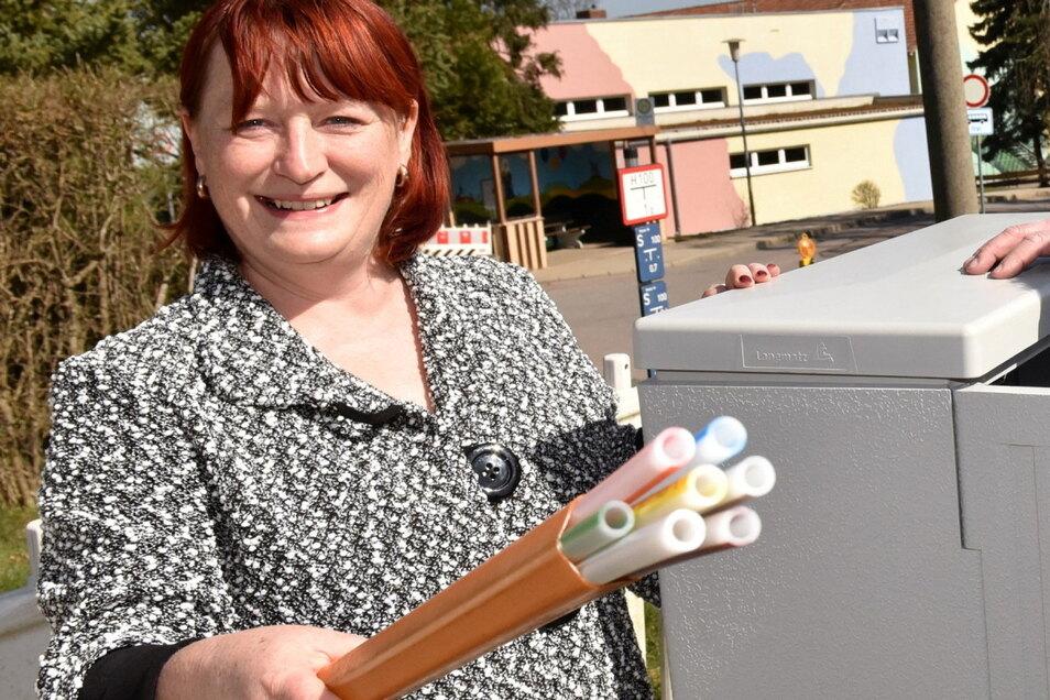 Hier freute sich die Dippoldiswalder Oberbürgermeisterin Kerstin Körner noch über den Start der Breitbandverkabelung. Inzwischen hat sie finanztechnisch damit ein Problem bekommen.