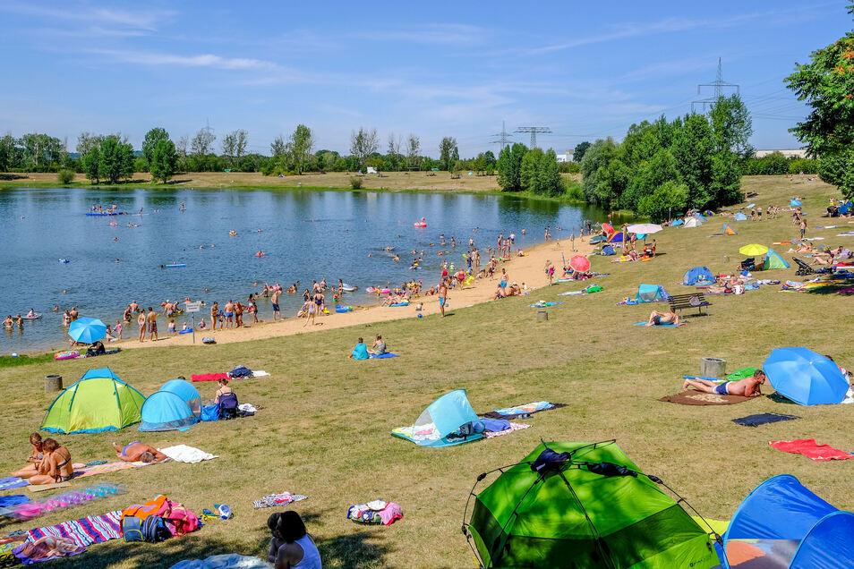 Trotz der vielen Gäste im Freibad Kötitz musste der FKK-Bereich auch am Samstagnachmittag nicht eingegrenzt werden. Das wäre eine Maßnahme, wenn über 3.000 Besuchergleichzeitig im Bad wären.