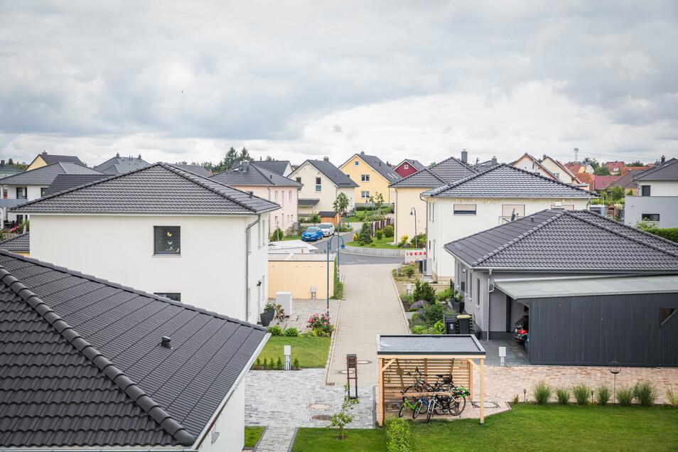 Das Radeberger Wohngebiet ist begehrt. Dutzende Neubauten stehen hier schon. Jetzt kommen 55 weitere Grundstücke hinzu.