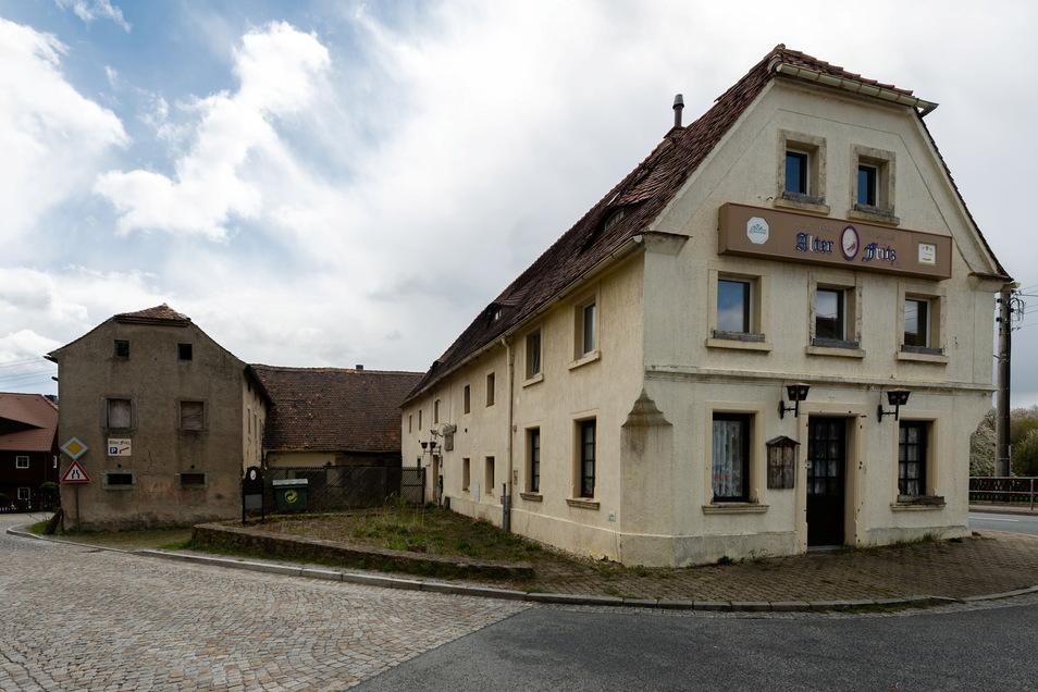 Etwa 560 Quadratmeter groß ist das Grundstück, das derzeit zum Verkauf steht. Zum historischen Gebäude von etwa 1814 gehören Anbauten vom Beginn des 21. Jahrhunderts.