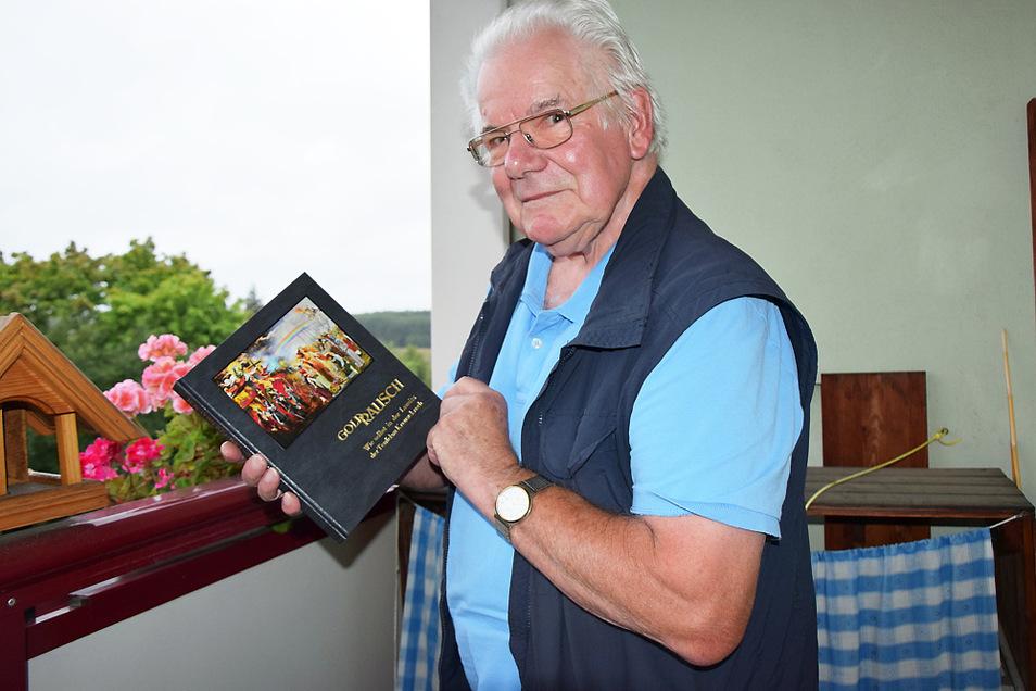 """Jürgen Tiede zeigt sein neuestes Buch: """"Goldrausch""""."""