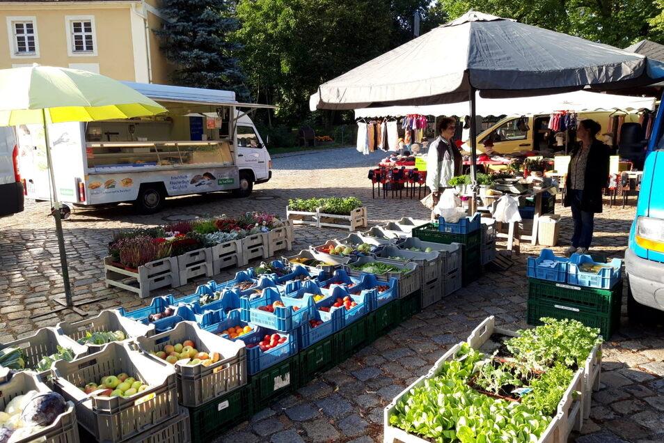 Seit drei Jahren lockt der Wochenmarkt jeden Sonnabend an die Pinkmühle nach Großdöbschütz in der Gemeinde Obergurig. Die Kunden schätzen hier besonders die Frische und die Regionalität der angebotenen Waren, sagen die Veranstalter.