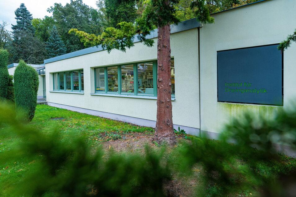 In einem unscheinbaren Flachbau am Ortseingang von Kreischa ist das vom Internationalen Olympischen Komitee anerkannte Institut untergebracht. Das zweite deutsche Labor steht in Köln.