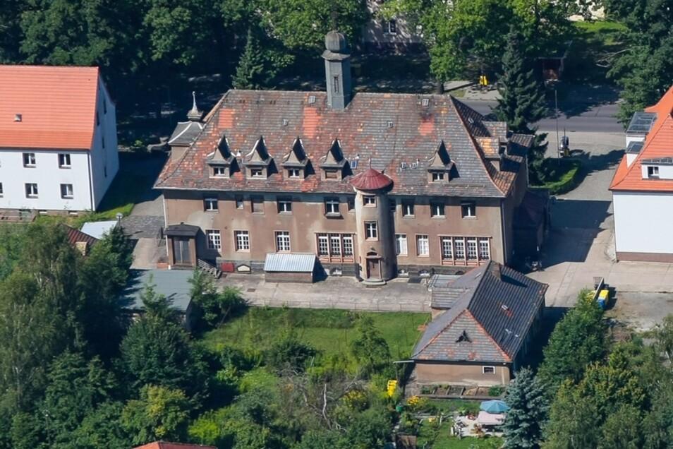 Das Laubuscher Rathaus bekommt einen neuen Eigentümer. Der will das Gebäude so herrichten, dass eine Tagespflege einziehen kann. In den Obergeschossen soll Betreutes Wohnen ermöglicht werden, im einstigen Ratskeller eine Küchennutzung.
