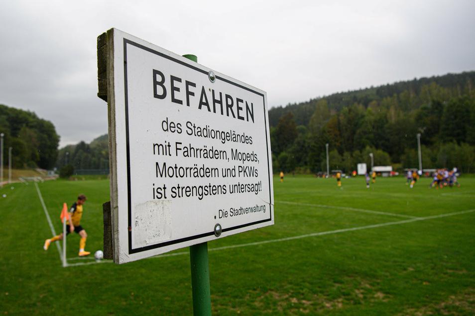 Unter Ausschluss der Öffentlichkeit und mit konkreten, weit über die Corona-Maßnahmen hinaus gehenden Regeln fand Dynamos letzter Test im erzgebirgischen Lößnitz statt.