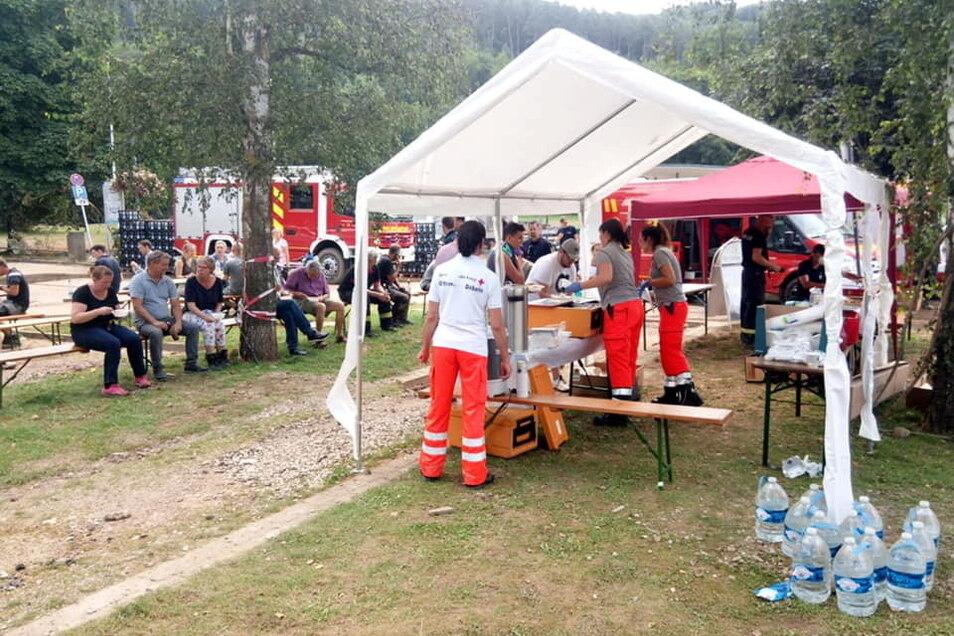 In Sinzig und in Bad Bodenberg haben die Helfer des DRK Döbeln-Hainchen und der Leisniger Johanniter Verpflegungsstützpunkte für die Betroffenen und Helfer der Flutkatastrophe aufgebaut.