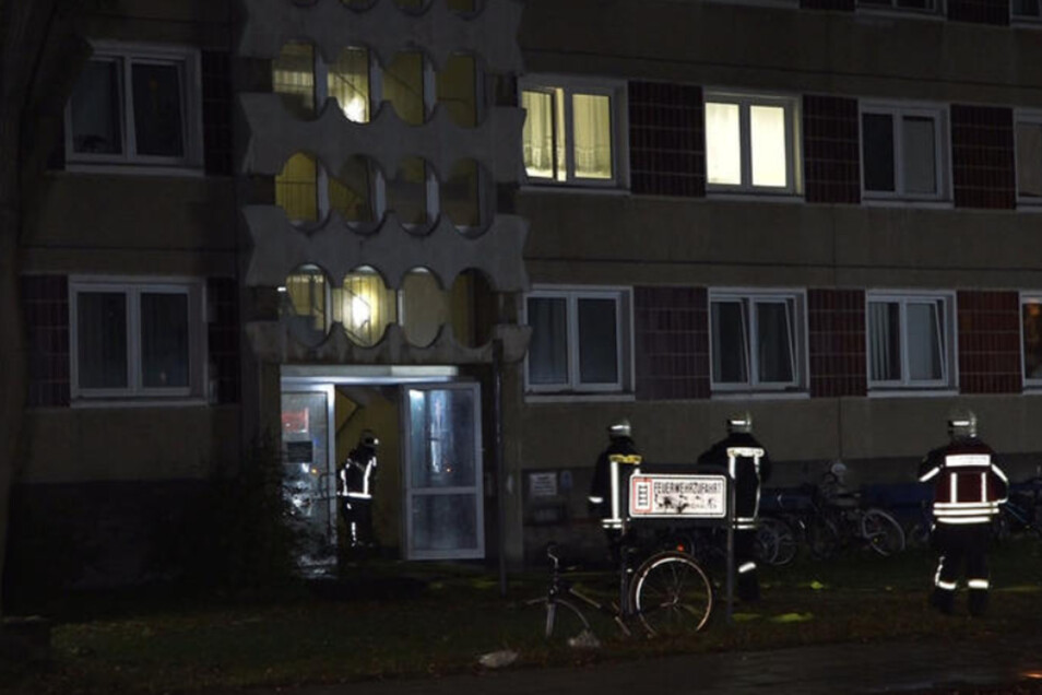 Die Feuerwehr rückte in der Nacht zum Nacht zum Mittwoch zum Asylheim in Hoyerswerda aus.