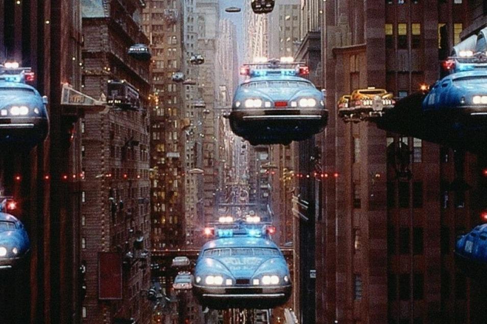 """Autos, die schwerelos durch Städte fliegen: So stellt sich Regisseur Luc Besson die Zukunft im Jahr 2263 im Science-Fiction-Film """"Das fünfte Element"""" vor."""