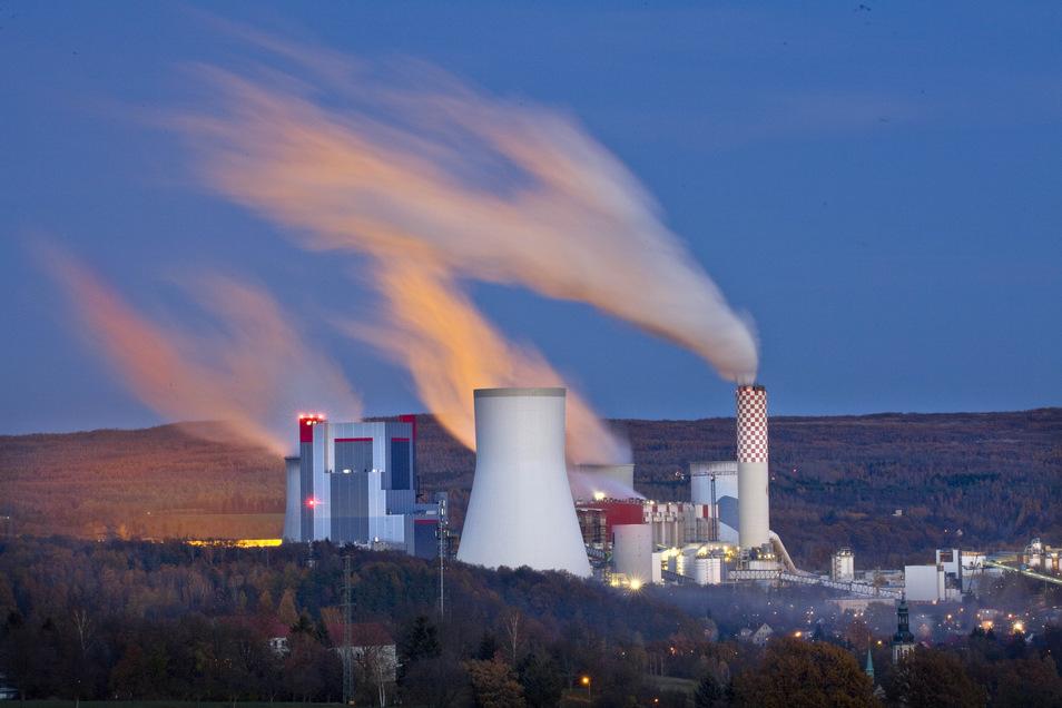 Blick auf das Kraftwerk Turow, das der Energiekonzern PGE betreibt.