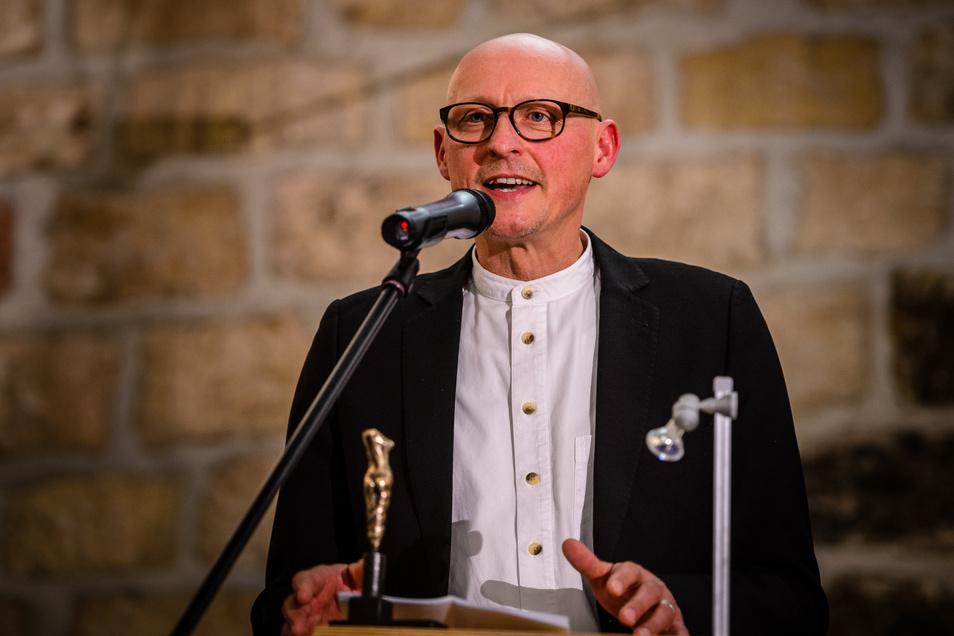 Jörg Bernig bei seiner Rede anlässlich seiner Auszeichnung zum Kunstpreisträger der Stadt Radebeul am 12. Oktober 2013.