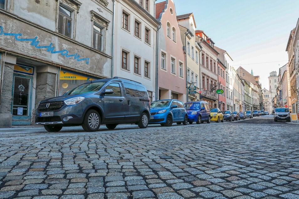 Im unteren Abschnitt der Inneren Weberstraße können auch weiterhin Pkw parken, im mittleren fallen die Parkplätze weg.