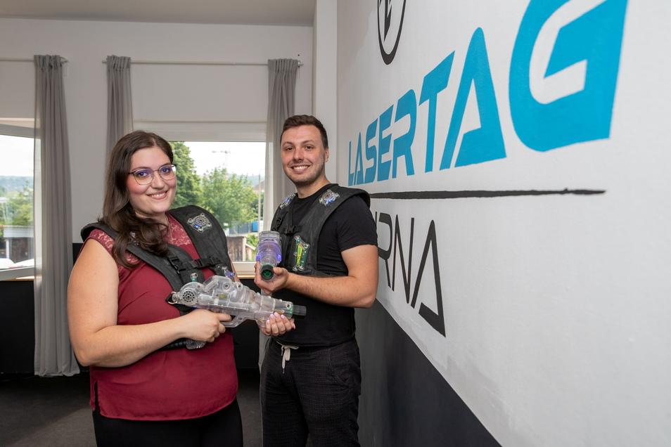 Zwei Spielmätze, die Action lieben: Diana Hayrapetyan und Marvin Teerling haben das Lasergame nach Pirna gebracht.