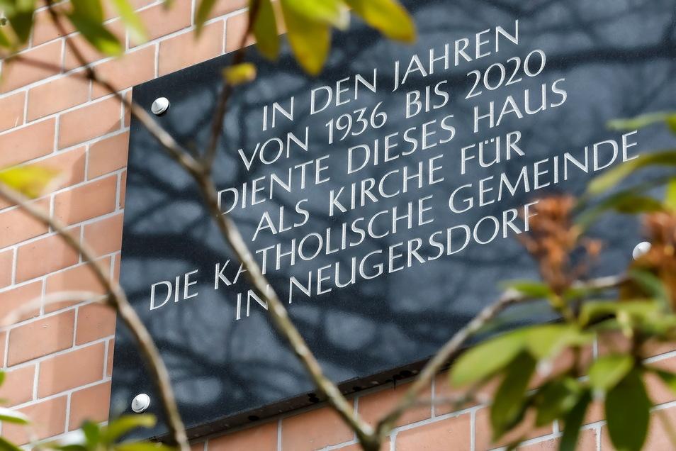 An die Nutzung als katholische Kirche St. Josef erinnert jetzt nur noch ein Schild an der Hauswand.