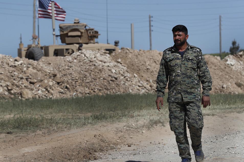 Nach der Ankündigung des US-Truppenabzugs aus Syrien haben die Kurden vor einem Wiedererstarken der IS-Terrormiliz und einer Massenflucht von Dschihadisten gewarnt.