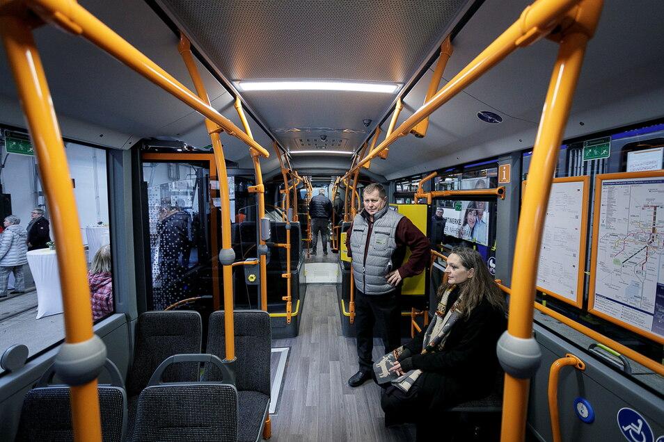 Im Januar 2020 konnten die Stadträte im neuen GVB-Hybridbus Probe sitzen. Jetzt stimmten sie einer Kostenerhöhung zu.