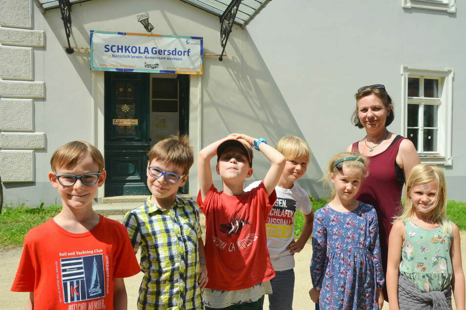 Auch in den Ferien ist Betrieb in der Schkola: Die Kinder kommen zu den Ferienspielen mit Lernbegleiterin Conny Lehnert.
