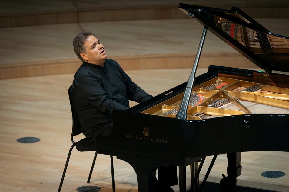 Arcadi Volodos im Dresdner Kulturpalast musizierte am 5. Juni 2021 bei den Dresdner Muiskfestspielen mit dem Festspielorchester.