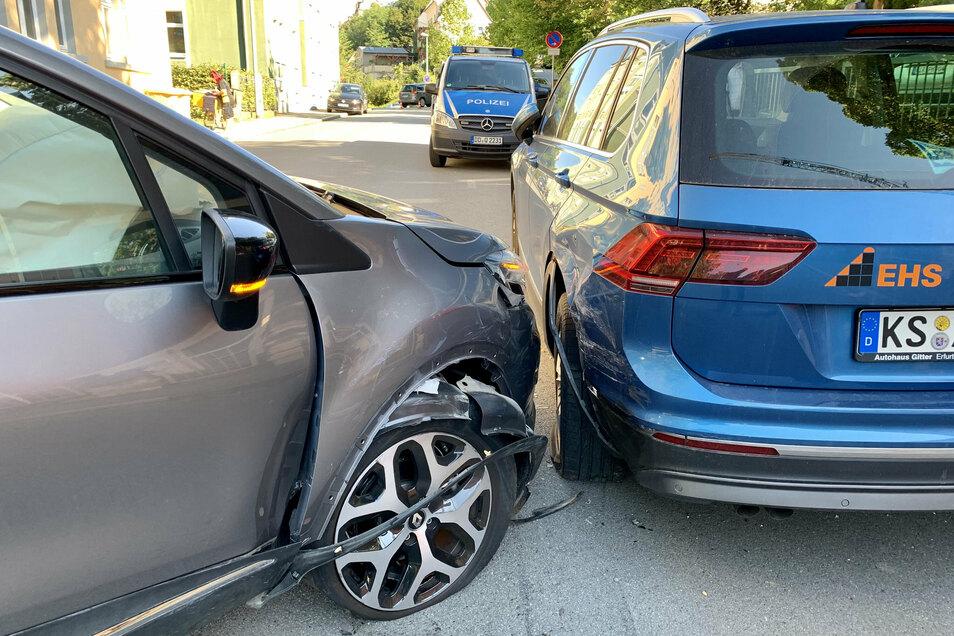 Insgesamt drei Autos waren in den Unfall verwickelt.