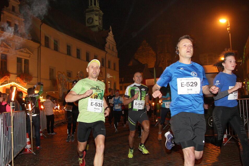 Citylauf in Pirna, hier die 16. Auflage 2019: In diesem Jahr muss der Wettbewerb im Fackelschein erneut ausfallen.