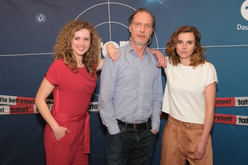 Brambach mit seinen TV-Kolleginen Cornelia Gröschel (l.) und Karin Hanczewski.