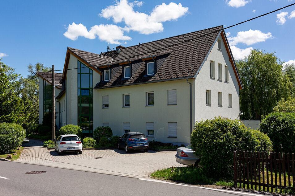In diesem Bürohaus in Reichstädt hatte der Abwasserbetrieb der Stadt Dippoldiswalde viele Jahre seine Büros. Diesen Sommer ziehen die Mitarbeiter um.