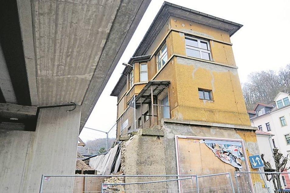 Wird abgerissen: Das alte Stellwerk an der Karl-Niesner Straße hat keine Funktion mehr. Es wird abgerissen.