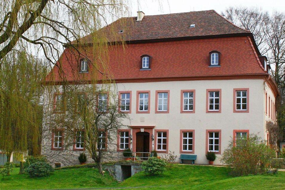 Dittmannsdorf betreibt auch eine baulich wichtige Denkmalpflege: Das Herrenhaus aus dem 18. Jahrhundert gehört dazu.