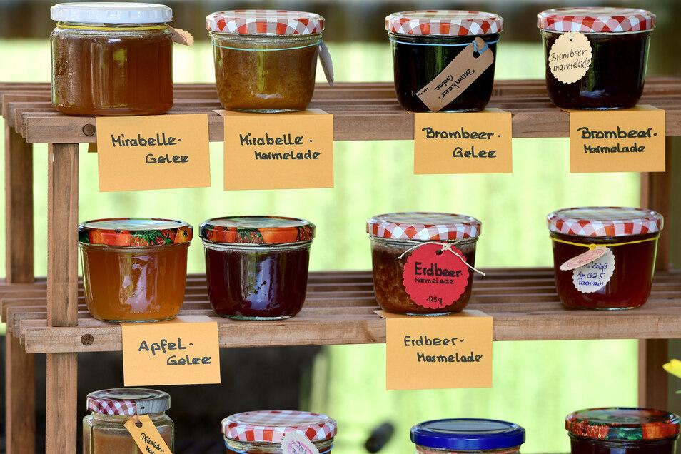 Das Marmeladen-Sortiment von Annegret Knieß umfasst ein gutes Dutzend Sorten - alle im eigenen Garten angebaut.