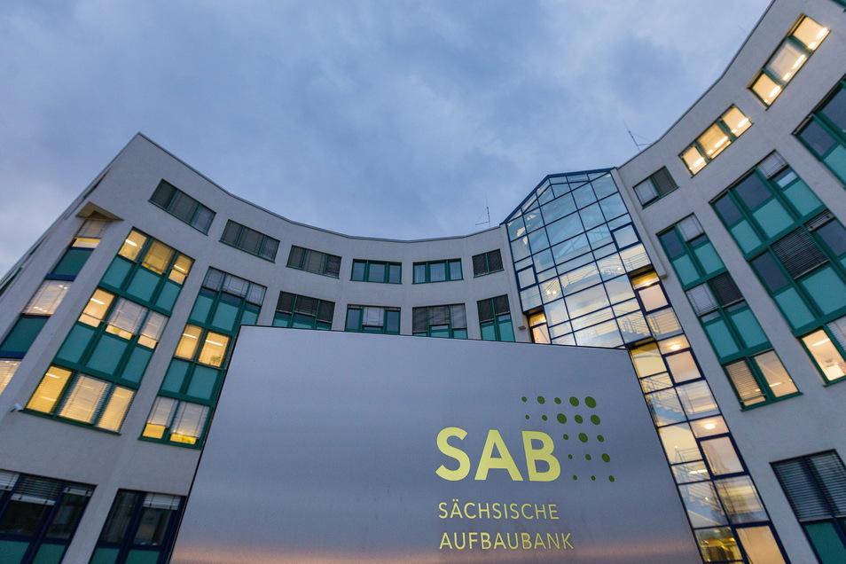Die Sächsische Aufbaubank prüft die Corona-Hilfsanträge sächsischer Unternehmer, aber die ersten Abschlagszahlungen kommen vom Bund. Auf diese Weise soll es schnell gehen.