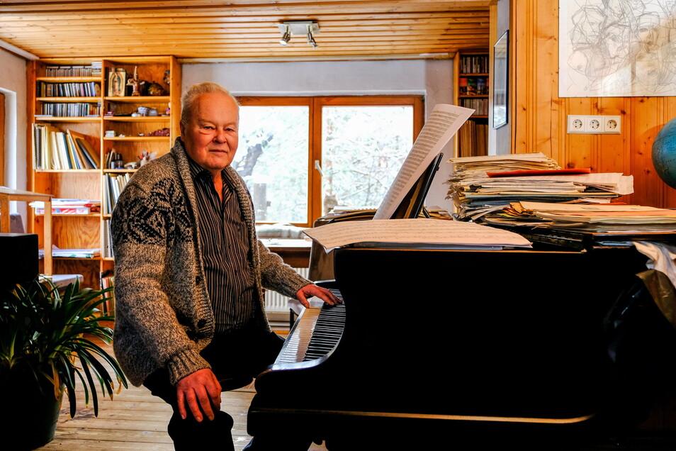 Verbringt die Corona-Pandemie im Musikzimmer - Komponist Jörg Herchet arbeitet fleißig an neuen Werken.