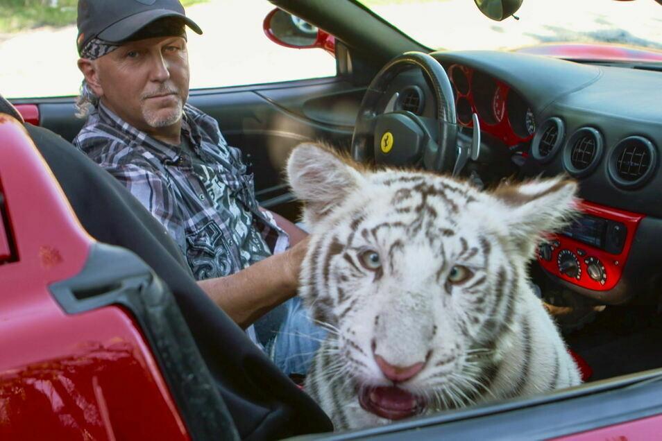 """Jeff Lowe, eine der schillernden Gestalten aus der Netflix-Serie """"Tiger King"""", hatte den Privatzoo im Bundesstaat Oklahoma von seinem früheren Geschäftspartner Joe Exotic übernommen."""