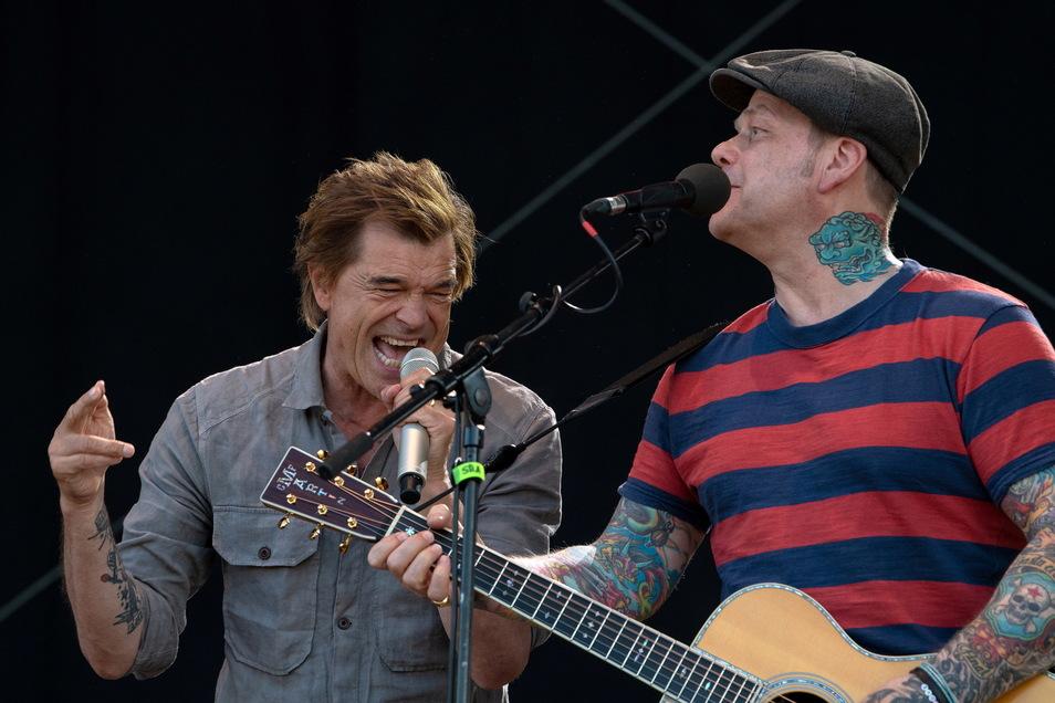 Mit Gitarrist Kuddel von Holst gönnt sich Campino auch Songs, die er sonst nur unter der Dusche singt - oder mit 50.000 Fans im Fußballstadion.