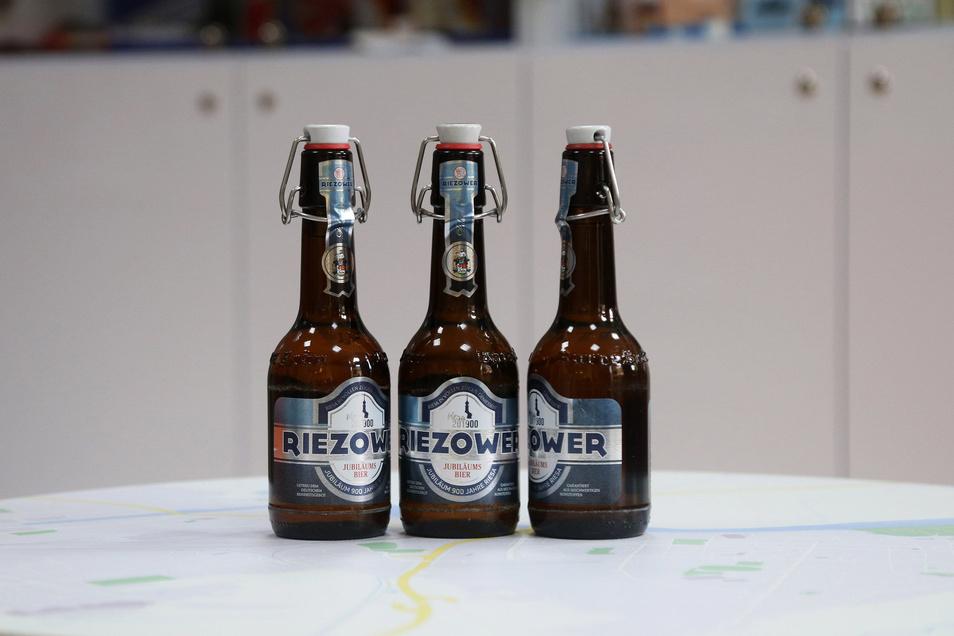 """Vom """"Riezower"""" hat man 900 Kästen abgefüllt. Die 0,33-Liter-Flasche mit Ploppverschluss kostet 1,25 Euro."""