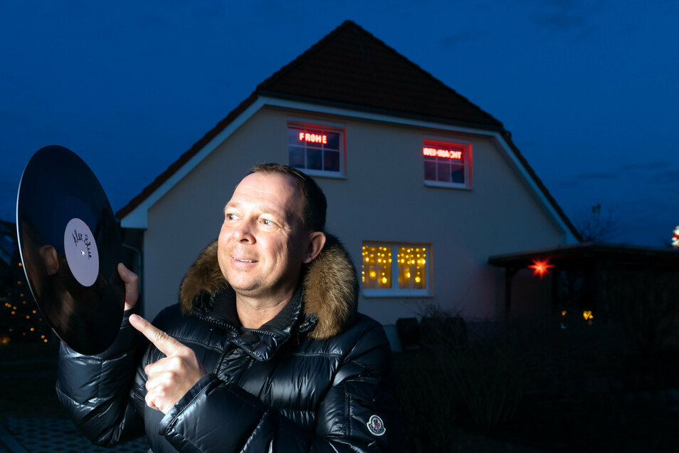 Die Schallplatte ist nicht totzukriegen: Der Radeberger Produzent Alex Blue veröffentlicht seine neuen Songs zunächst auf diesem Wege.