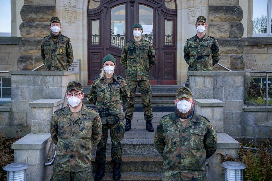 Die Bundeswehr hilft in der Asklepios-ASB Klinik in Radeberg. Sechs Soldaten sind bis kurz vor Weihnachten im Einsatz.