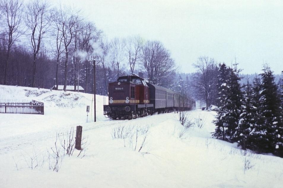 Einen Tag vor dem letzten Betriebstag der Strecke verließ dieser Zug den Bahnhof von Hermsdorf-Rehefeld in Richtung Freiberg - Aufnahme vom 5. Februar 1972.