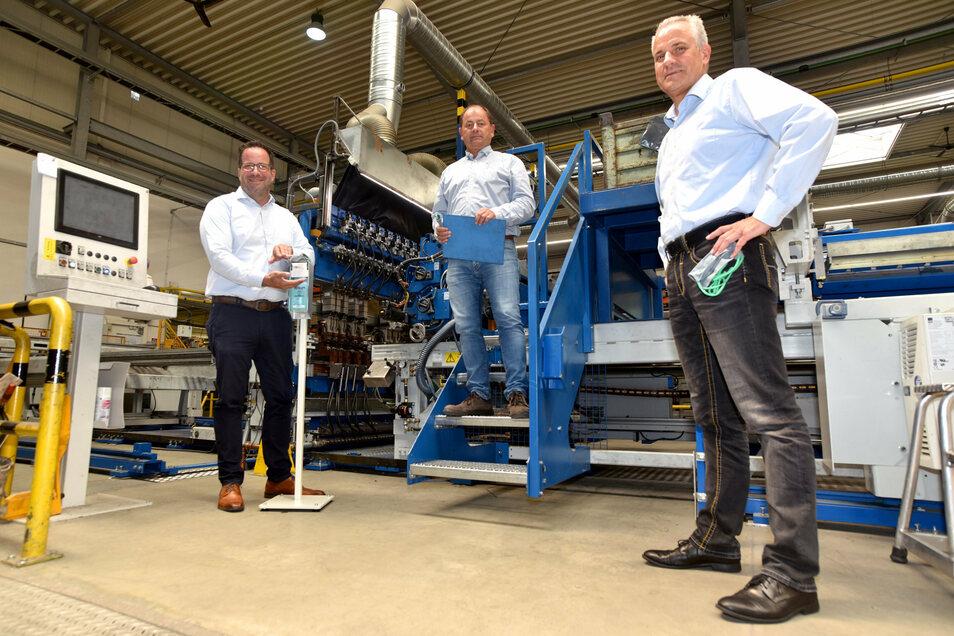 Geschäftsführer Jan Staehler, Betriebsleiter Thomas Hocke und Personalchef Nils Pehmöller (v. l.) in Herrnhut bei Krause Metall.
