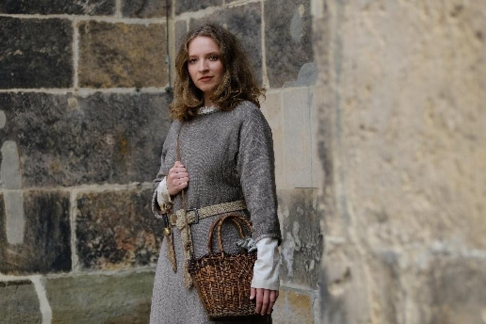 Schauspielerin Tammy Girke (26) übernimmt abwechselnd mit Darstellerin Luca Lehnert die Rolle der Hebamme Marthe.