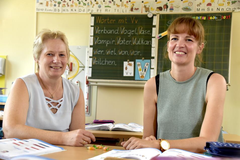 Silke Rößler (l.) hat die DAZ-Klassen an der 122. Grundschule seit 1999 mit aufgebaut. Ihre Kollegin Susan Zeisberg-Jäger hat sich 2009 freiwillig für die Arbeit an der Brennpunktschule entschieden.