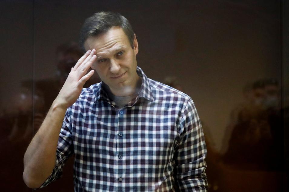 Aus Protest gegen fehlende ärztliche Hilfe ist der im Straflager inhaftierte Kremlgegner Alexej Nawalny in Hungerstreik getreten.