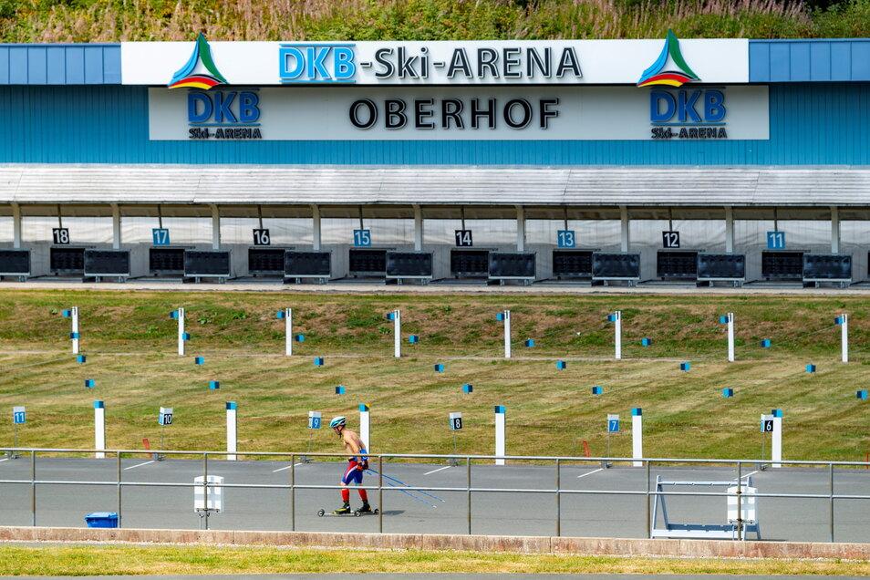 Die Ski-Arena in Oberhof. Hier befand sich früher die Kinder- und Jugendsportschule für Wintersport, die auch die Mutter von Vincent Walter von 1987 bis 1989 besuchte.