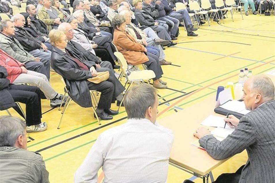 Was kommt auf die Anlieger zu? Die Bauarbeiten sorgten für volle Bürgerforen – wie 2010 in der Sporthalle der Daimler-Mittelschule.