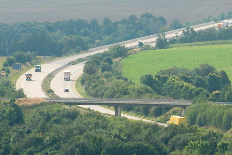 Zwischen Heidenau und Bahretal - hier der Blick von Großsedlitz in Richtung Grenze - ist nächste Woche nur jeweils eine Spur frei.