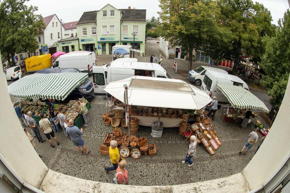 Den Frischemarkt auf der Bahnhofstraße in Radebeul-West hat Stadtteilmanagerin Astrid Hadan etabliert.