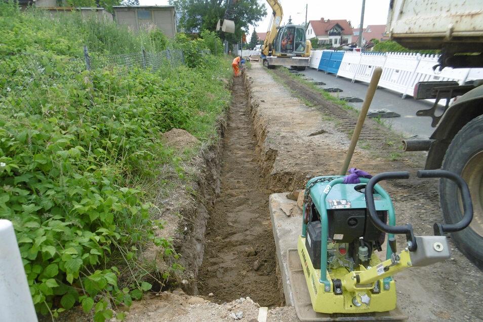 Im Frühjahr wurden in der Rothenburger Straße in Görlitz Glasfaserkabel verlegt.Hier ist der Kabelgraben bereits wieder teilweise verfüllt.