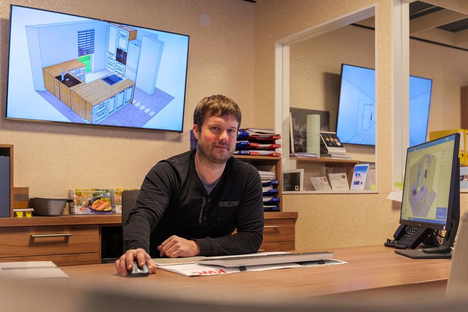 Jan Hülsbusch setzt auf eine neue Software, mit der sich die Kunden ganz bequem zu ihrem Küchenprojekt beraten lassen können.