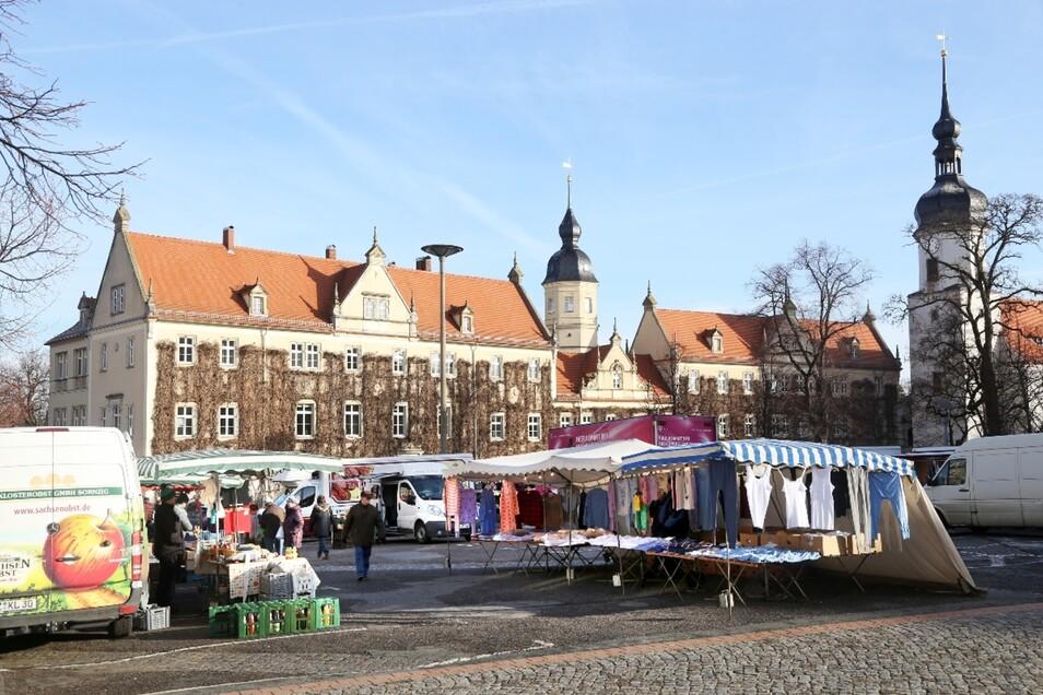 Der Wochenmarkt soll auf dem Rathausplatz bleiben – so will es die Stadtverwaltung.
