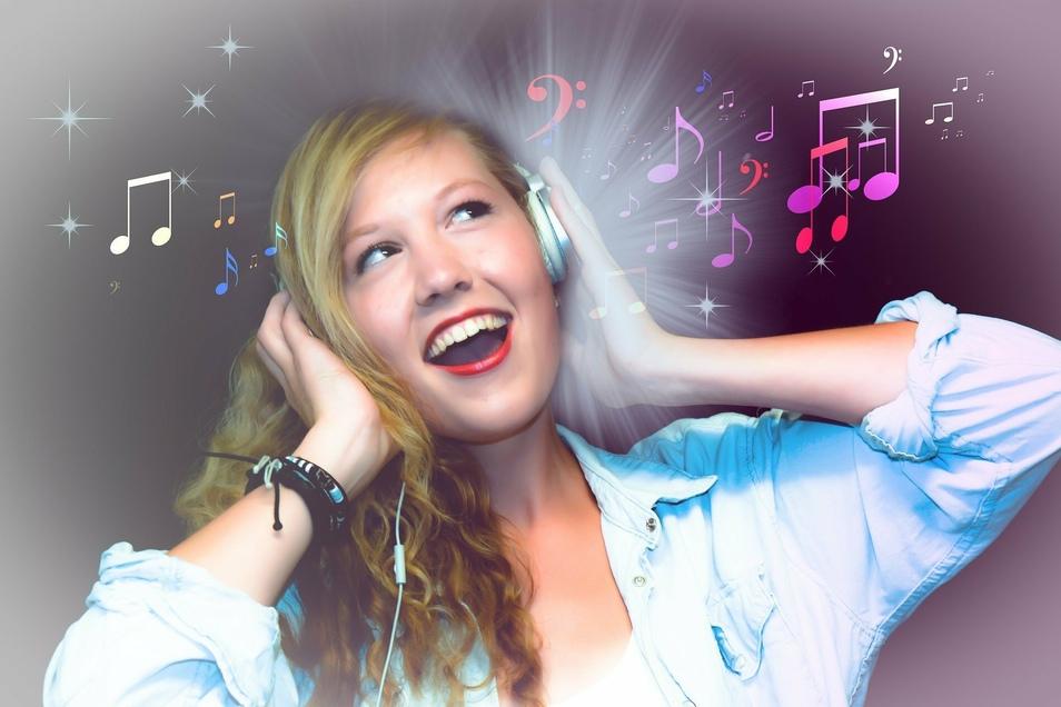 Hörverluste werden oft zu spät bemerkt. Deshalb ist regelmäßige Vorsorge wichtig. Im auric Hörcenter Dresden zum Beispiel.